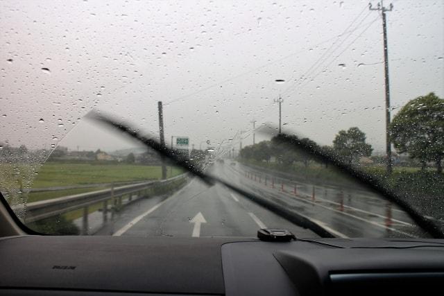 雨の日の運転時に注意するべき5つのこと