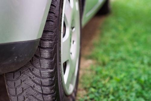 タイヤの溝も見ておく
